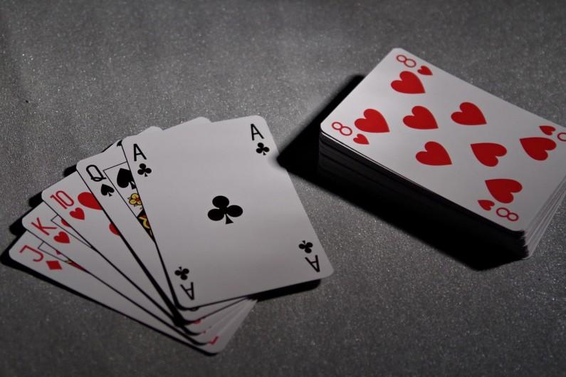 5 modi in cui i giochi di carte possono essere benefici per voi